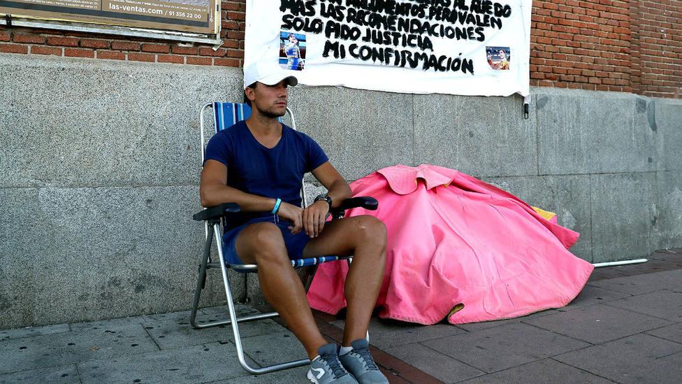 Luis Gerpe en la plaza de toros de Las Ventas, donde está realizando una huelga de hambre