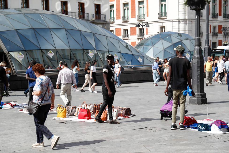 Las denuncias por el top manta cayeron en Madrid un 10% durante el primer semestre del año