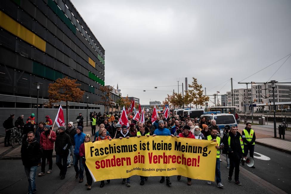 Unos 5.000 antifascistas responden a la convocatoria de un grupo neonazi en el oeste de Alemania