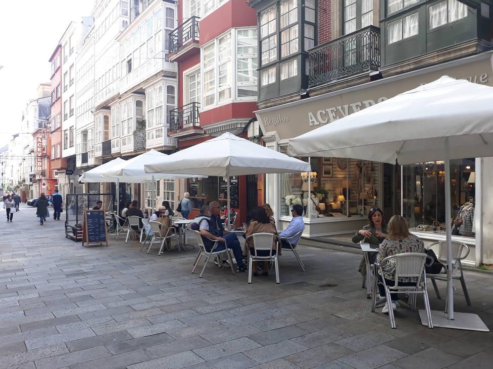 Terraza instalada en la calle Real de Ferrol