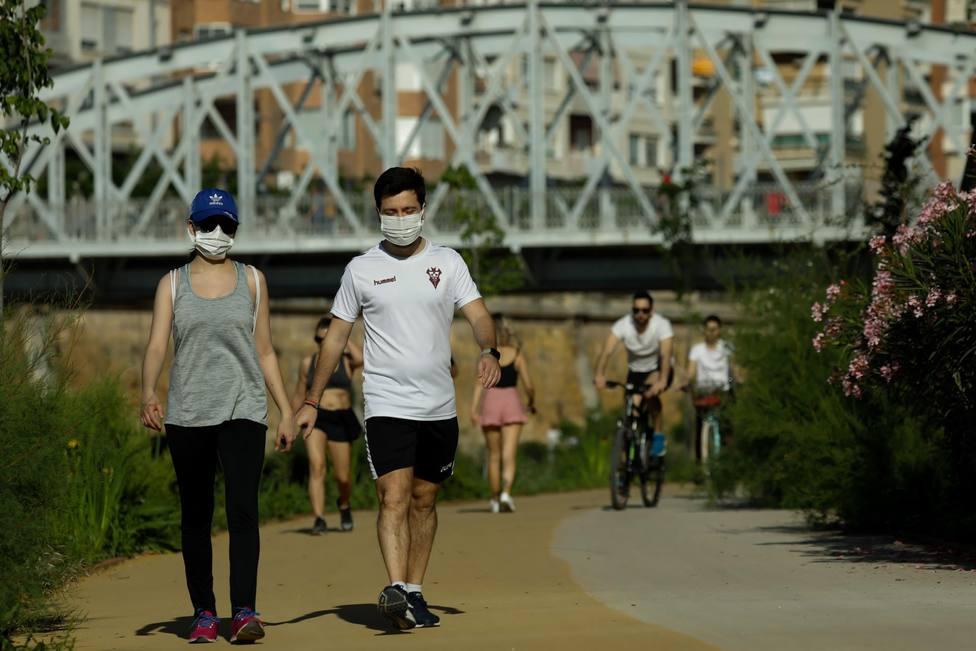 El uso de mascarillas, obligatorio en espacios cerrados o públicos si no se aseguran 2 metros de distancia