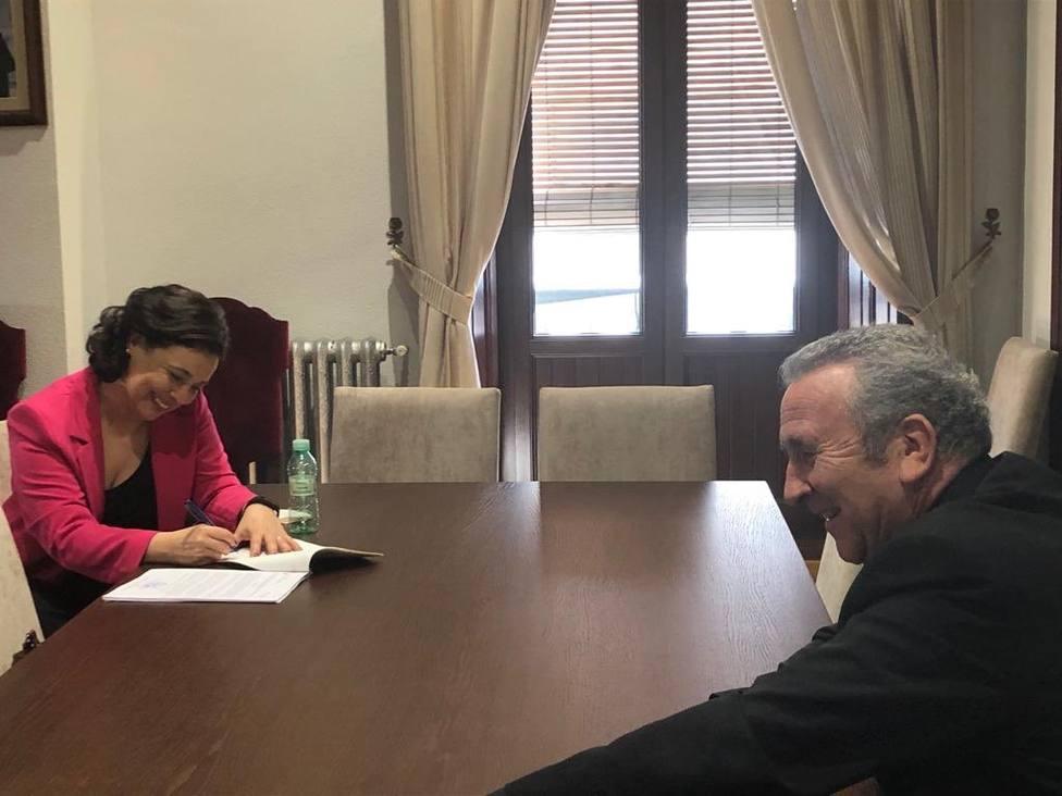 Firma compraventa parcelas Obispado - Ayuntamiento