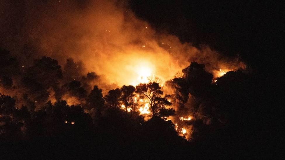 El Ministerio despliega seis medios aéreos al incendio de Quesada (Jaén)