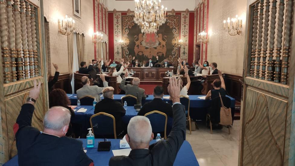 Votos a favor de la aprobación de la ordenanza (Ayuntamiento de Alicante)