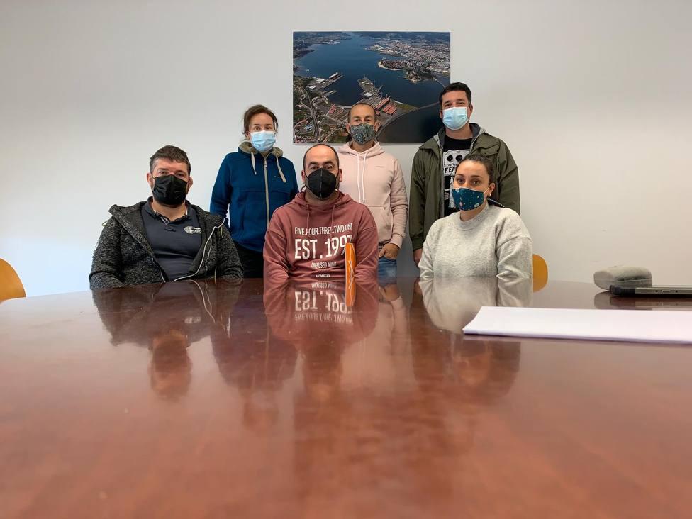 Miembros del BNG y responsables de las cofradías de Ferrol, Barallobre y Mugardos. FOTO: BNG