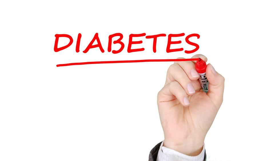 El Hospital Reina Sofía aborda el correcto manejo de la diabetes en gestantes, mayores, niños y adolescentes