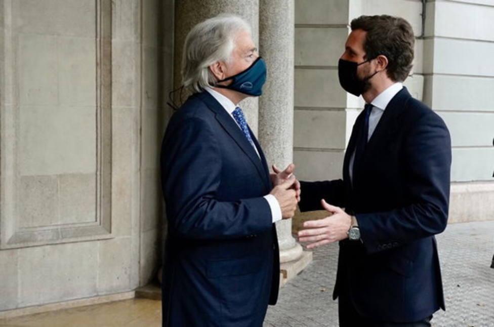 Pablo Casado y Josep Sánchez Llibre, presidente de Foment