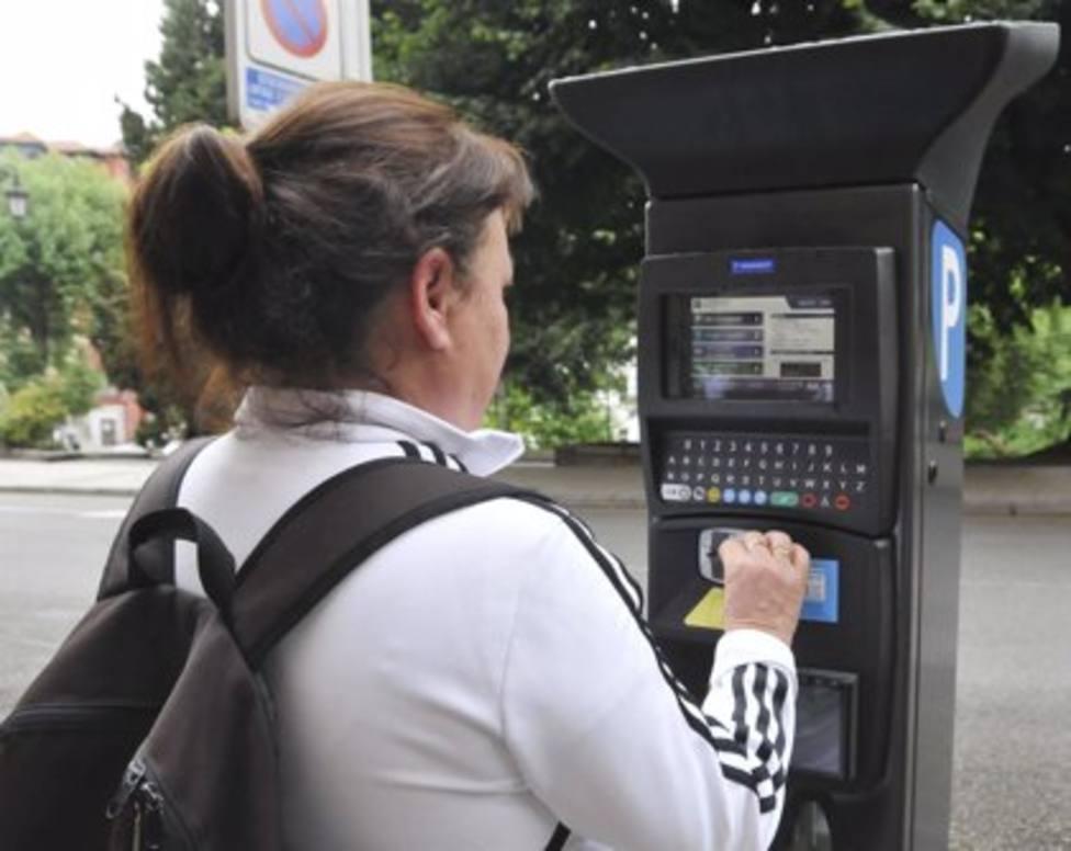 Uno de los 142 nuevos parquímetros implantados en Oviedo.