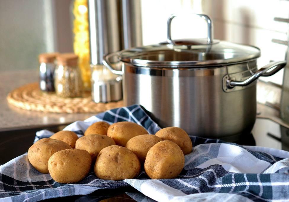 El error que cometes al cocinar puchero y que podría cambiar el sabor de tu plato