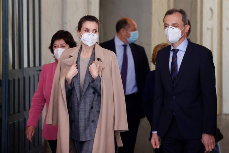 La Reina Letizia rescata su look masculino más aplaudido
