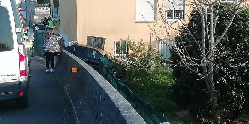 El vehículo acabó encajado y sin grandes desperfectos - FOTO: Cedida