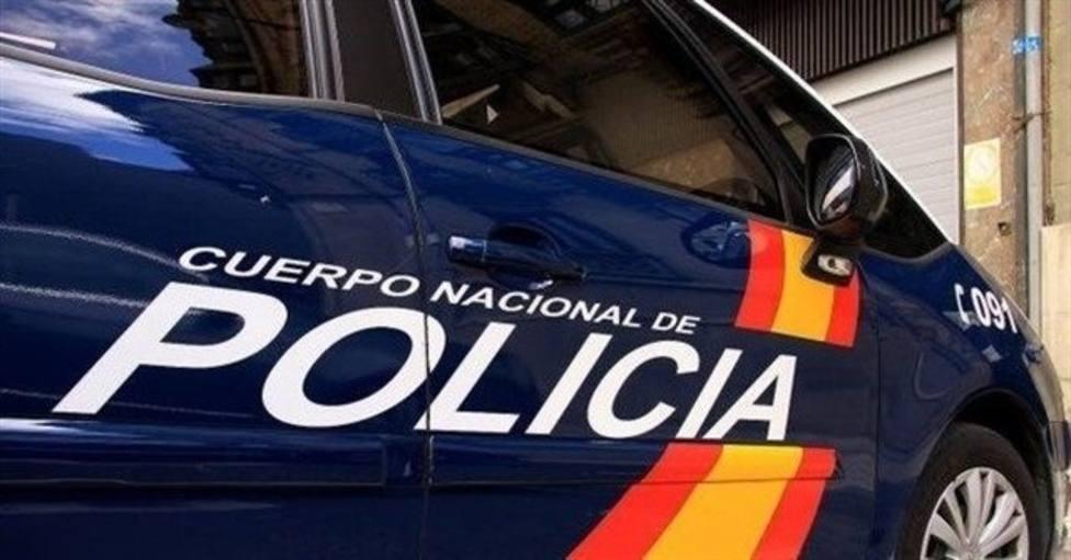 El detenido fue localizado con varios destornilladores, un hacha y una cizalla