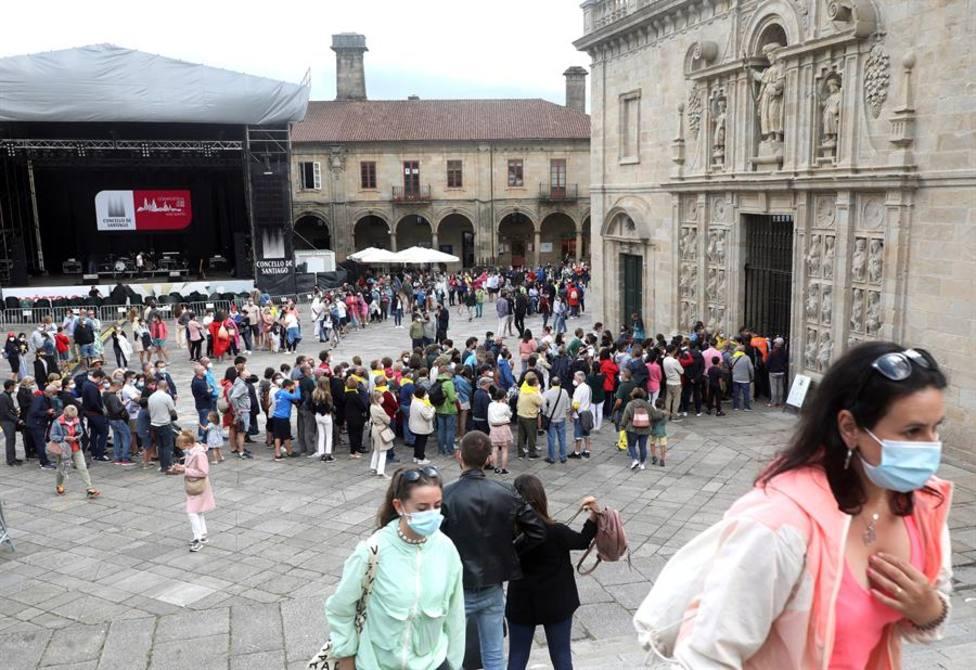 Peregrinos haciendo cola para acceder a la Catedral durante las fiestas del Apóstol