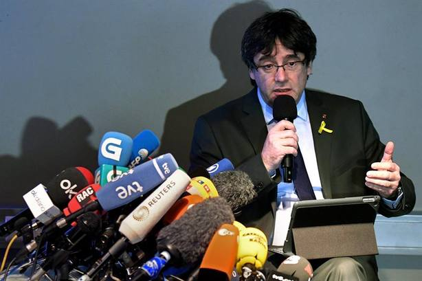 Fiscales españoles dan argumentos a los alemanes para acusar a Puigdemont de rebelión