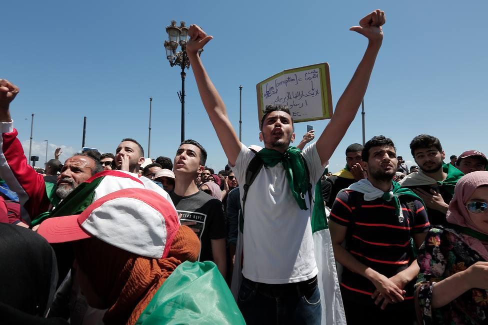 Nueva jornada de movilizaciones en Argelia para pedir la dimisión del presidente y el primer ministro