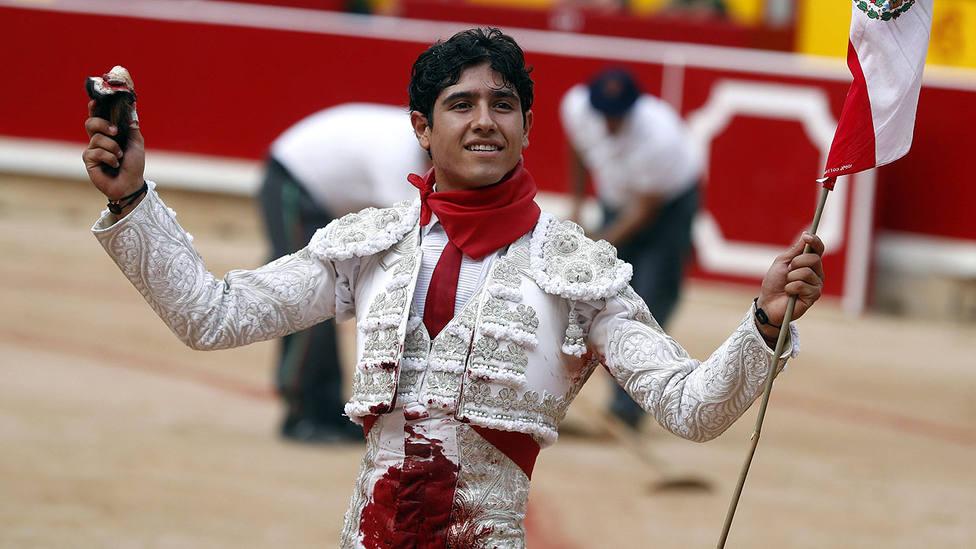 Luis David con la oreja cortada este sábado en su debut como matador en los Sanfermines de Pamplona