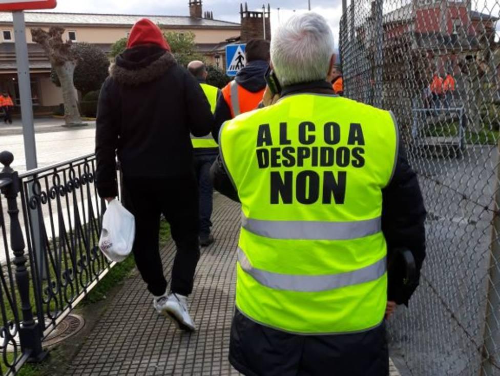 Chalecos que lucían los trabajadores de Alcoa en las manifestaciones contra los cierres de fábricas