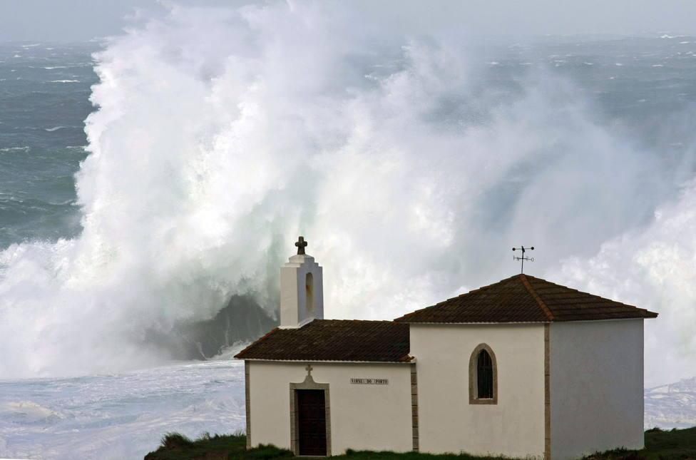 Foto de archivo de un temporal en la zona de Meirás, en Valdoviño - FOTO: Efe / Kiko Delgado
