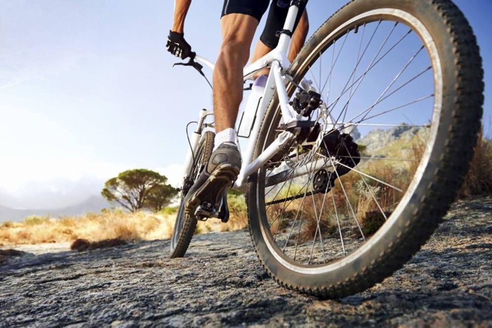 Bicleta por un camino