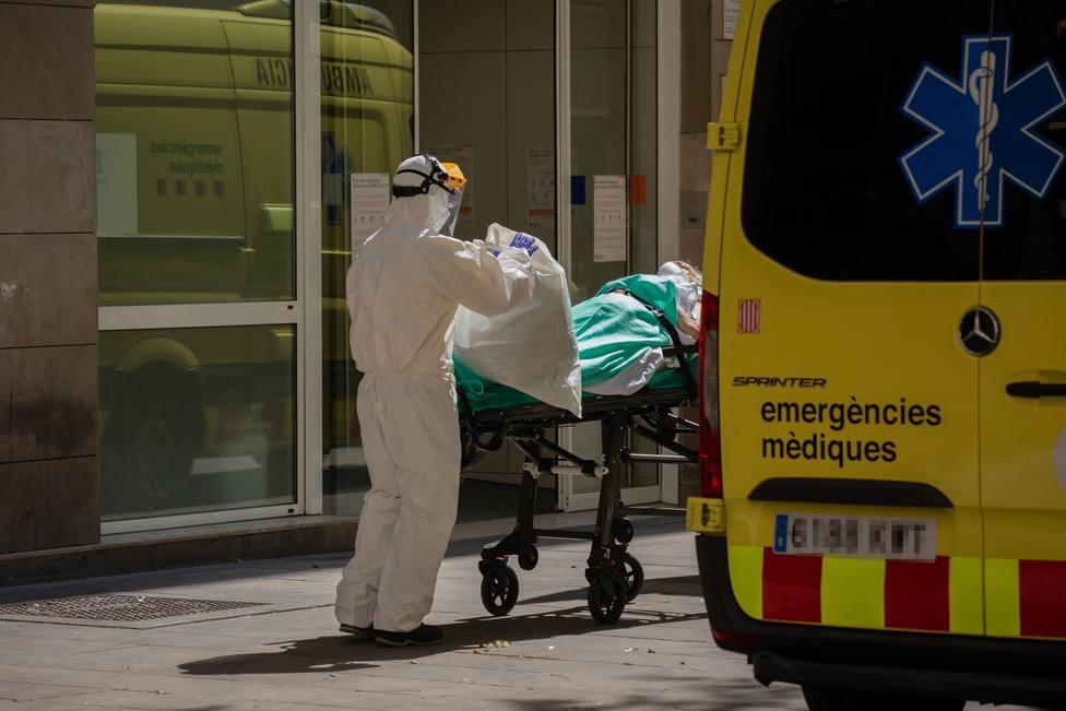 Un brote con más de cien casos de COVID afecta a LHospitalet (Barcelona)