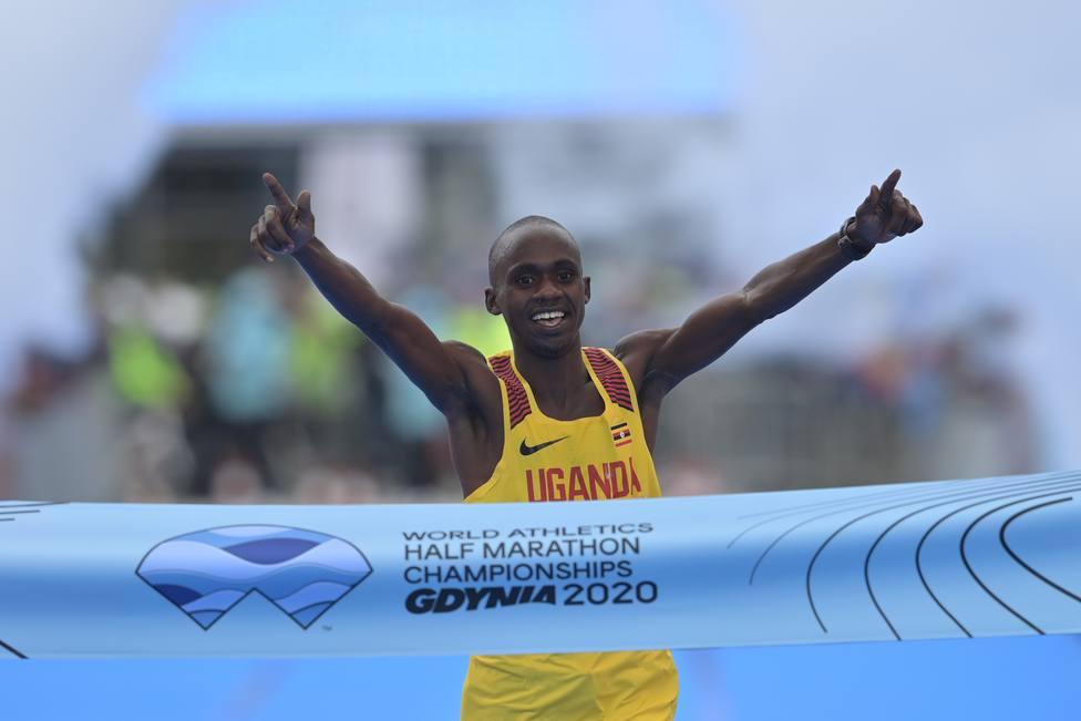 Jepchirchir, campeona del mundo de medio maratón y récord mundial; Kiplimo de 19 años, nuevo campeón del mundo