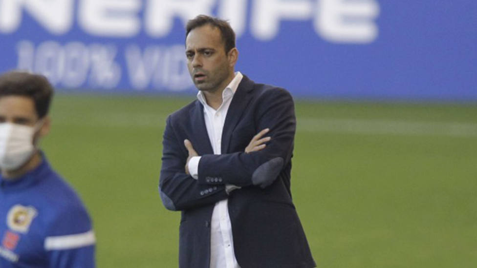 El Tenerife destituye a Fran Fernández tras la derrota ante la UD Logroñés