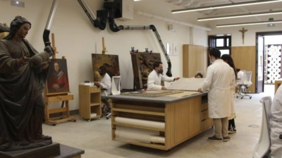 El taller de restauración de Sevilla que trabaja mucho más que la reparación de obras de arte