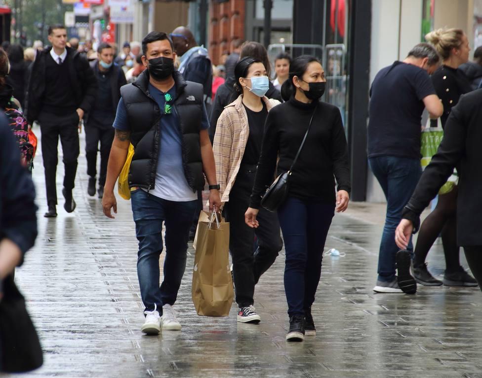 Reino Unido aprueba rebajar a diez días la cuarentena para los contactos positivos de covid-19