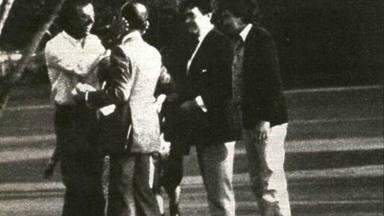 Momento del reencuentro entre Julio Iglesias y su padre tras el secuestro