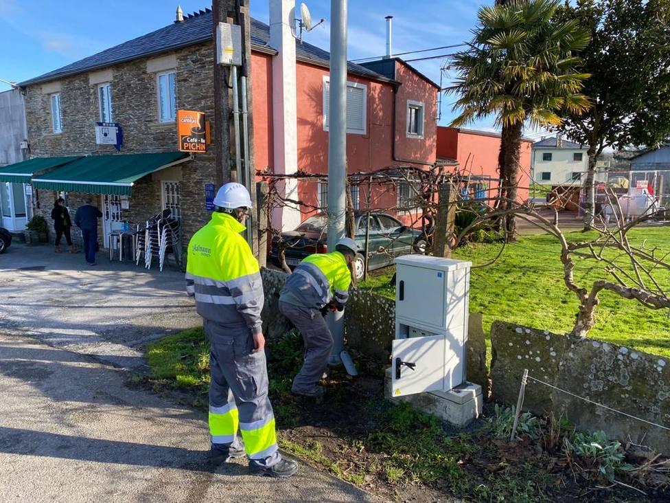 Comienza la instalación de luminarias de bajo consumo en 38 municipios de Lugo