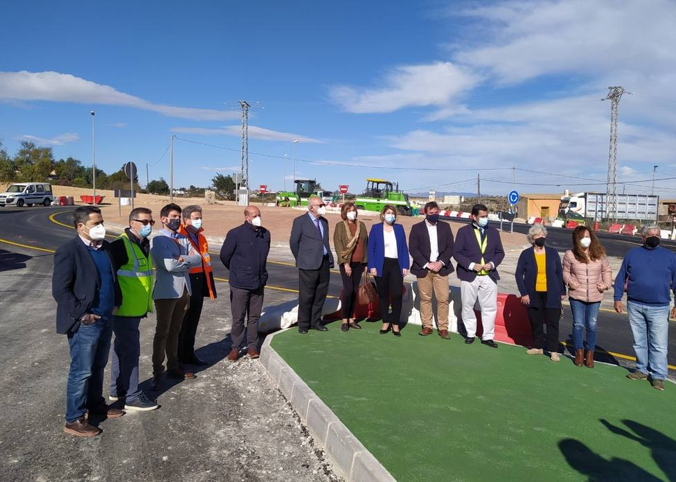 La nueva rotonda de Viña del Mar en el acceso oeste de Cartagena entrará en servicio esta semana