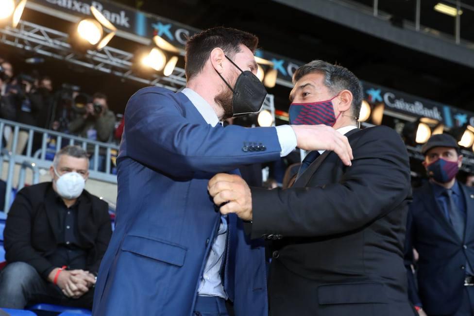 El saludo entre Joan Laporta y Leo Messi en la investidura del nuevo presidente del FC Barcelona
