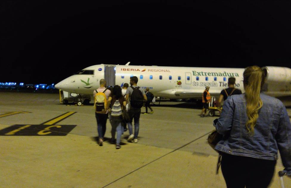Almería.- Gobierno reduce temporalmente frecuencias de vuelos a Sevilla y Melilla ante caída drástica de demanda