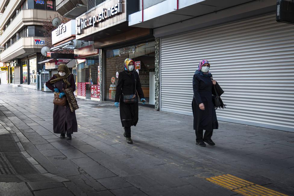 Turquía notifica más de 42.000 contagios y continúa en plena tercera ola