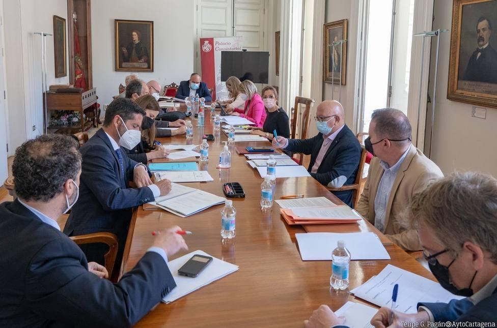 El Consejo de Administración de Lhicarsa trasladará a fiscalía los anónimos sobre posibles irregularidades