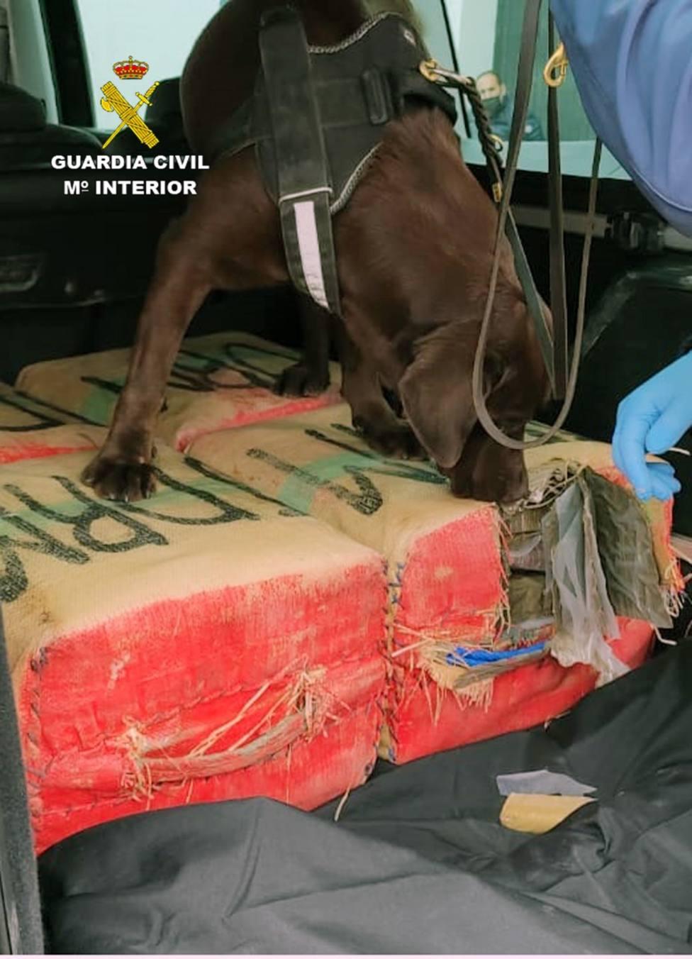 Detenido con 135 kilos de hachís en un vehículo al saltarse control en Puerto Lumbreras