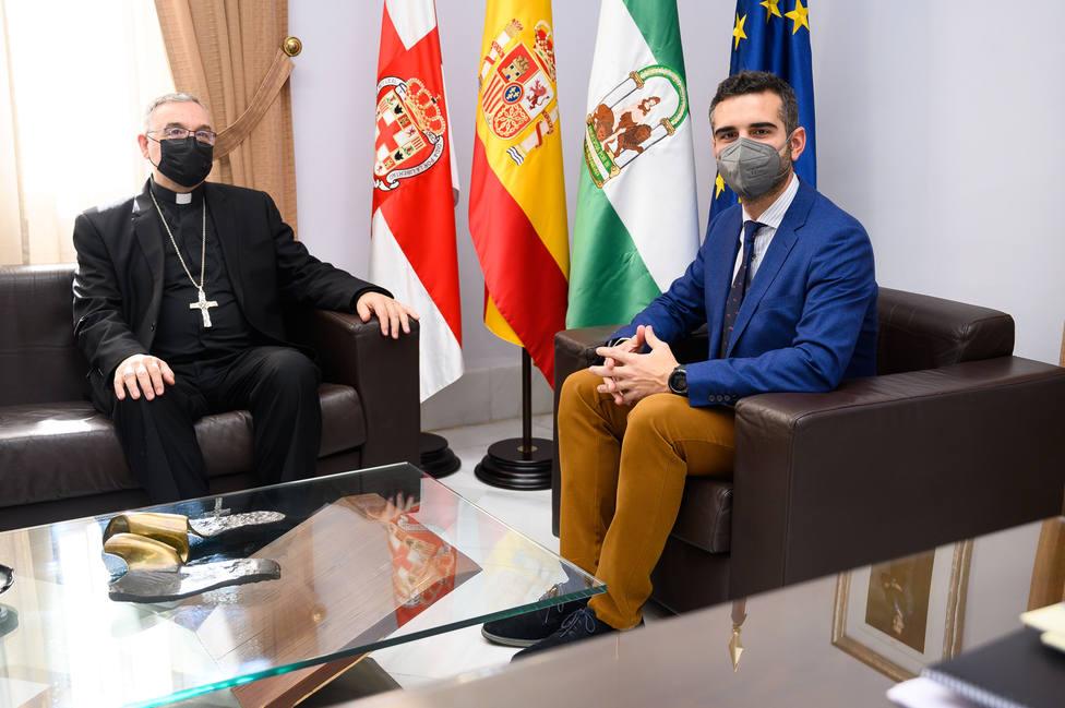 Primera visita oficial de monseñor Antonio Gómez Cantero al Ayuntamiento de Almería