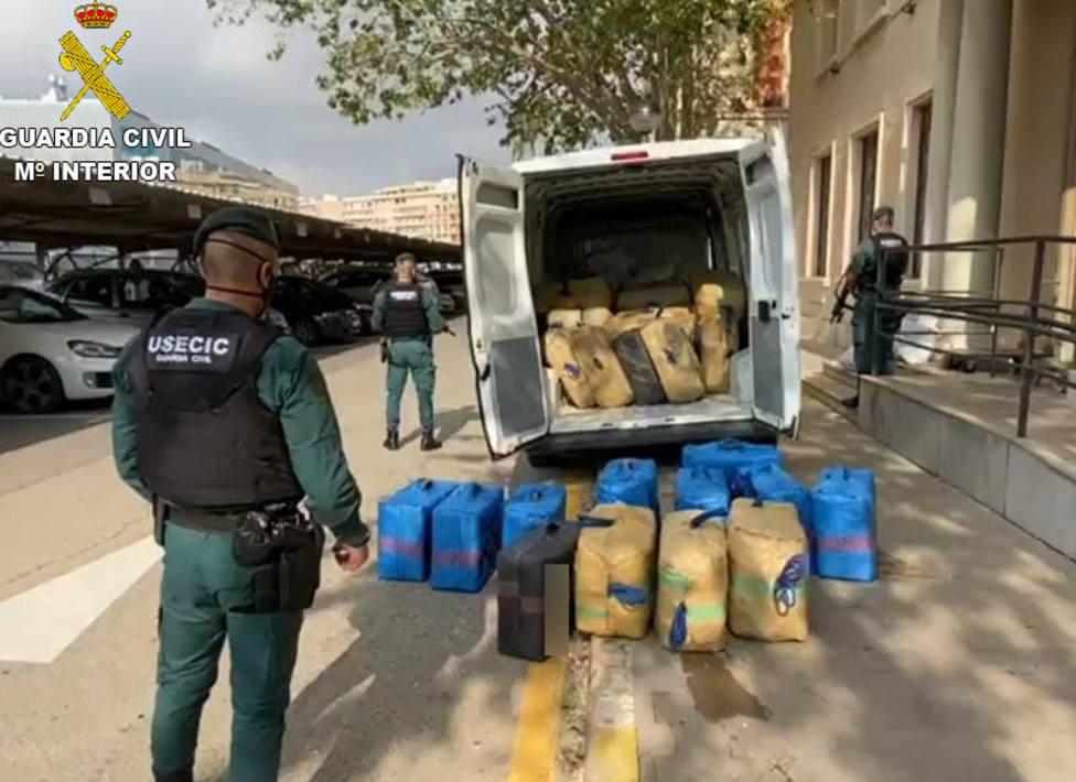 Fardos de droga incautados por la Guardia Civil en Vinaròs