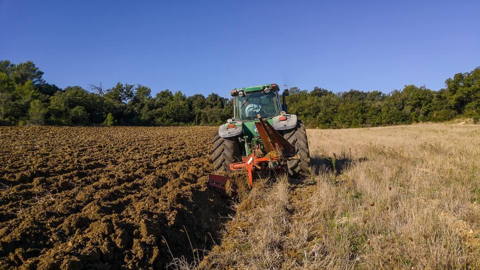 ctv-mxl-tractor-1732144 1920