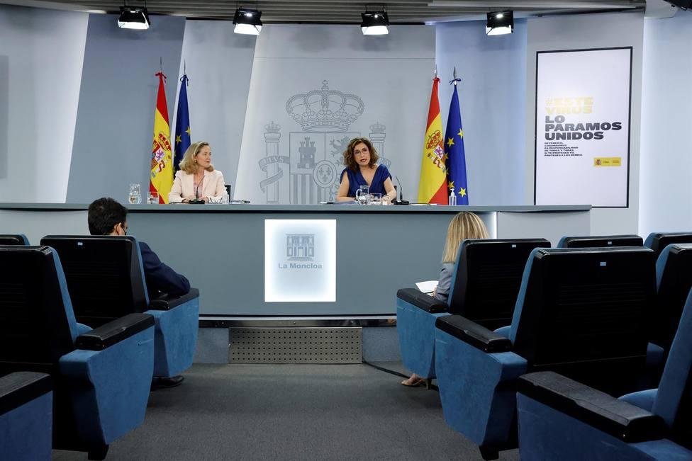 La vicepresidenta segunda del Gobierno y la ministra de Hacienda y portavoz del Gobierno en la RP del Consejo