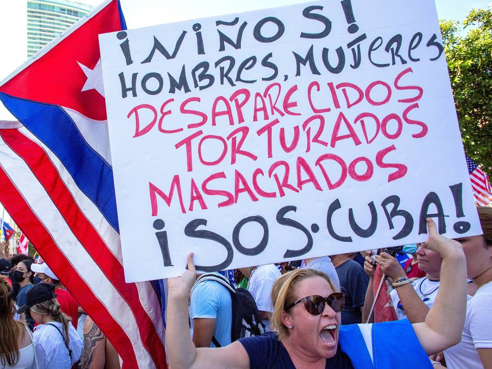 Demonstration in Miami held to show support for Cuban protestors