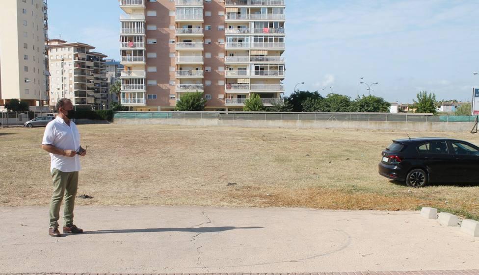 Benicàssim acondiciona un espacio para estacionamiento público en la zona sur de la playa