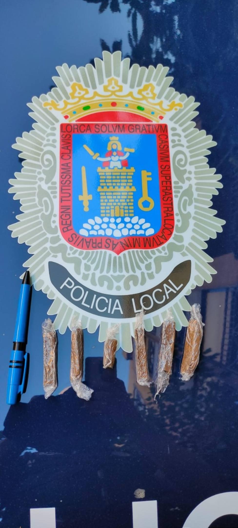 Detenido un individuo al ser sorprendido traficando con hachís en una cafetería de Lorca