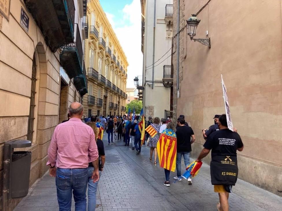 La manifestación del GAV pide hacer frente a quienes quieren desmoronar la autoestima valenciana
