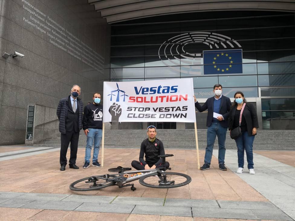 Miranda con los trabajadores de Vestas en Bruselas
