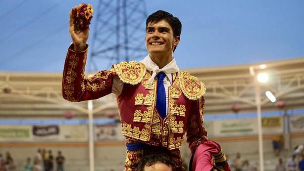 Francisco de Manuel en su salida a hombros este viernes en Villaseca de la Sagra