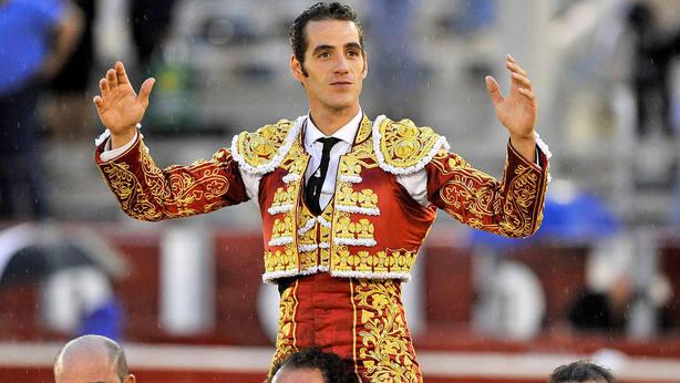 Pepe Moral en su salida a hombros este sábado en el festejos inaugural de la Feria de Albacete
