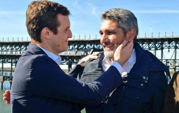 Pablo Casado y Juan José Cortés en el acto de precampaña que ha celebrado el PP en Huelva