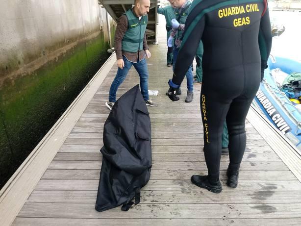 Hallado un octavo cadáver de la patera que chocó el lunes en Los Caños de Meca (Cádiz)