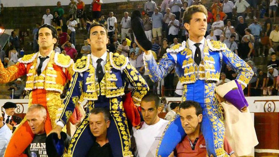 López Simón, El Fandi y Ginés Marín en su salida a hombros este sábado en Manzanares